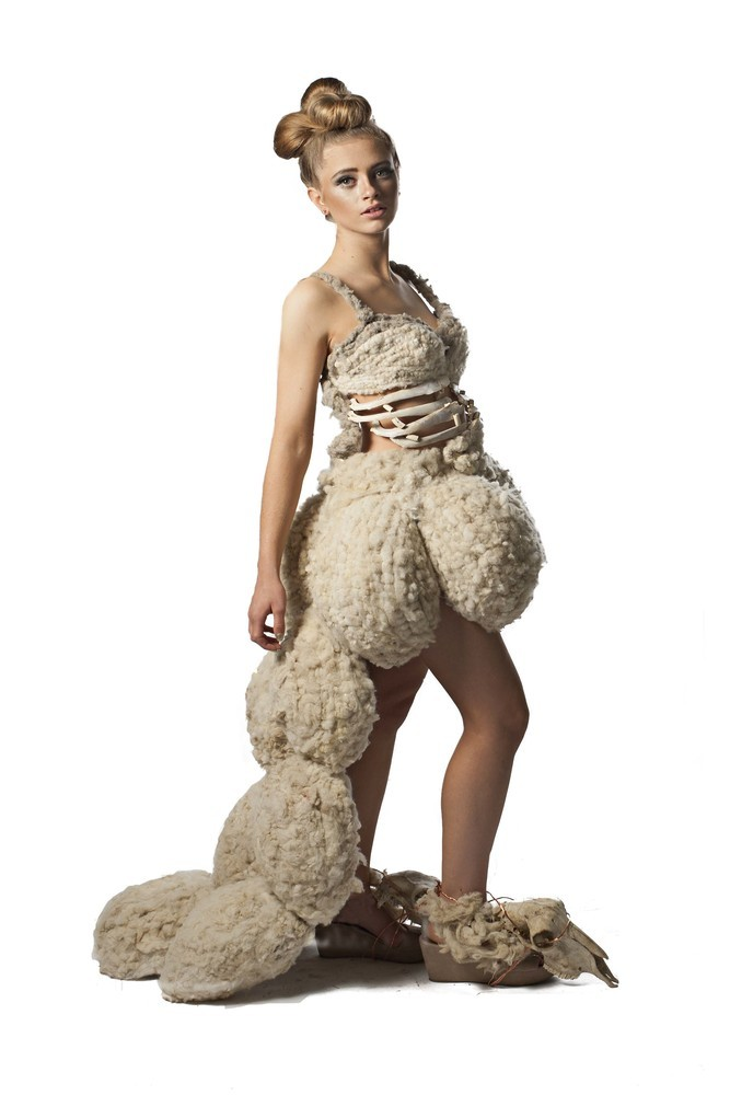 La Laine - Dress from woven and plaited wool and sheep skeletons