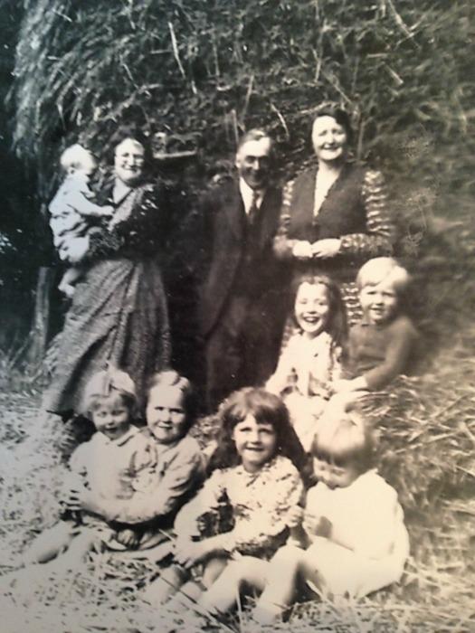 Sixsmith family 1938